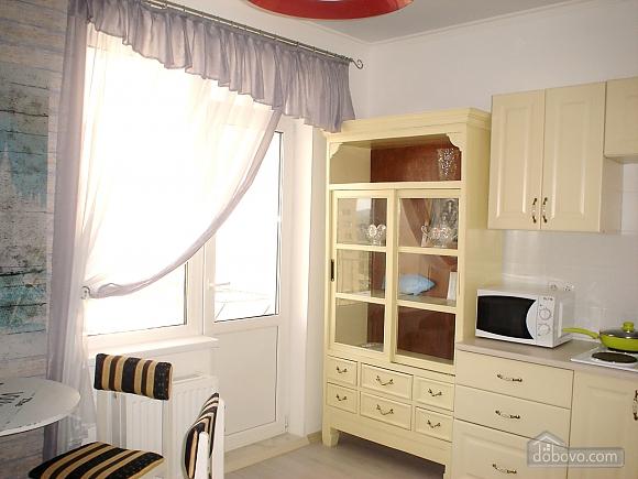 Красивая квартира в жилом комплексе Радужный, 1-комнатная (65704), 010