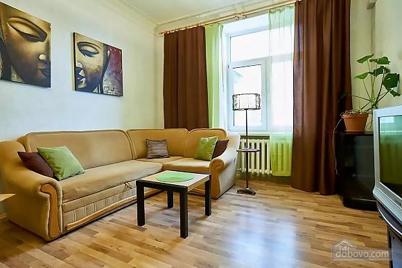 Уютная квартира возле Майдана, 2х-комнатная (56824), 002