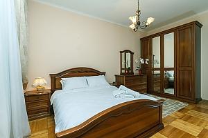 Апартаменти на Хрещатику з джакузі, 3-кімнатна, 001