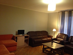 Apartment near Kharkivska metro station, Due Camere, 001