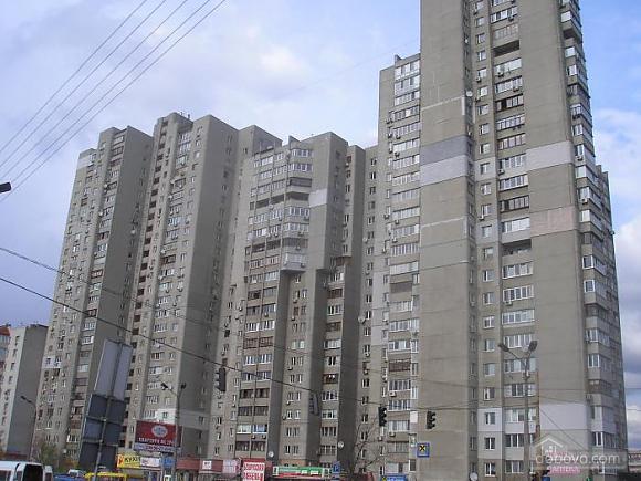 Apartment near Kharkivska metro station, Two Bedroom (65545), 008
