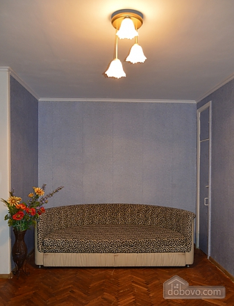 Чудова затишна квартира в 10 хвилинах від центру, 2-кімнатна (27079), 002