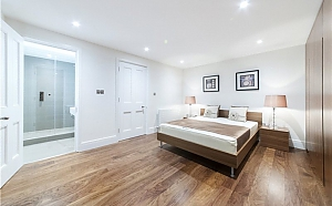 Grosvenor Road flat in London, Trois chambres, 002
