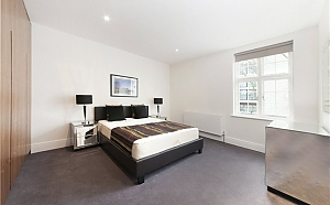 Grosvenor Road flat in London, Trois chambres, 001