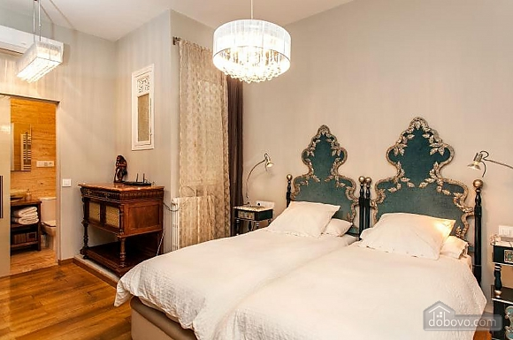 Awesome city center apartment with terrace in Barcelona, Cinq chambres (87204), 012