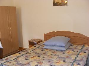 At Taras, Un chambre, 001