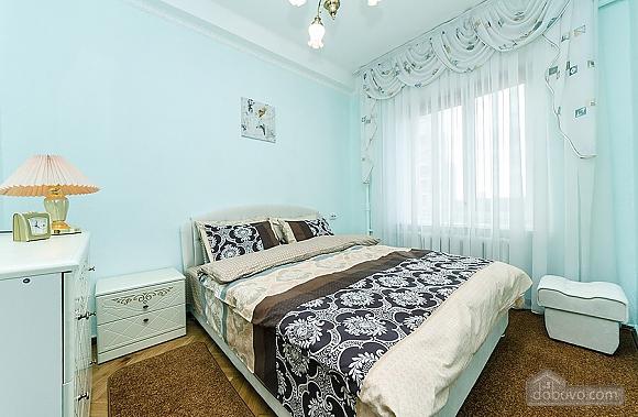 Затишна квартира біля метро, 2-кімнатна (67273), 001