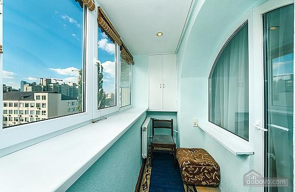 Затишна квартира біля метро, 2-кімнатна (67273), 010