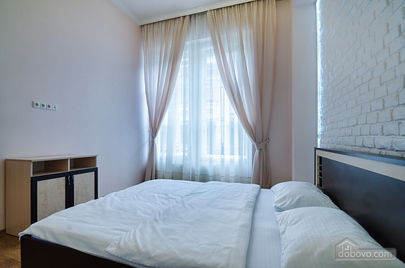 Apartment in the center of Lviv, Una Camera (53617), 002