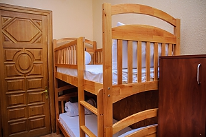A bed in 4-bedded room in Golden Globus hostel near Zoloti Vorota metro station, Monolocale, 001