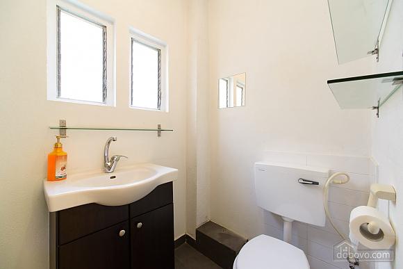 Просторная квартира на берегу моря, 2х-комнатная (37100), 002