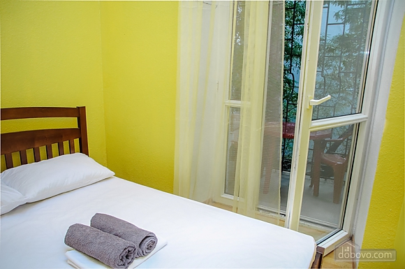 Budget double room with a balcony in Golden Globus hostel near Zoloti Vorota metro station, Studio (46727), 001