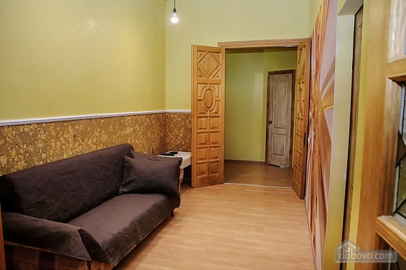 Budget double room with a balcony in Golden Globus hostel near Zoloti Vorota metro station, Studio (46727), 005