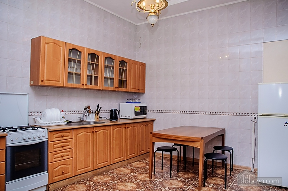 Budget double room with a balcony in Golden Globus hostel near Zoloti Vorota metro station, Studio (46727), 007