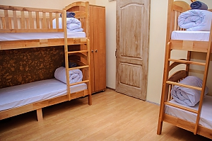 A bed in 6-bedded male room in Golden Globus hostel, Studio, 002