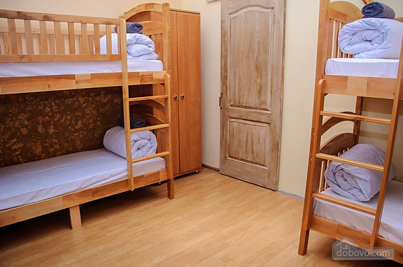 A bed in 6-bedded male room in Golden Globus hostel, Studio (41132), 002