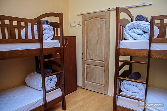 A bed in 6-bedded female room in Golden Globus hostel, Studio (96454), 001