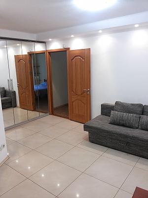 Cozy apartment near Politekhnichnyi Instytut metro station, Due Camere, 003