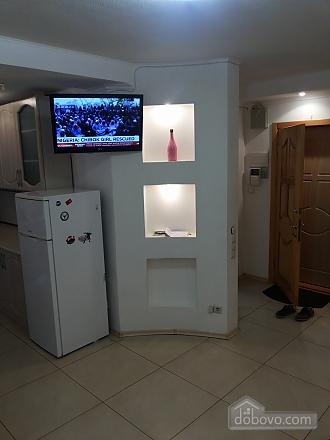 Затишна квартира біля метро Політехнічний інститут, 3-кімнатна (52305), 004