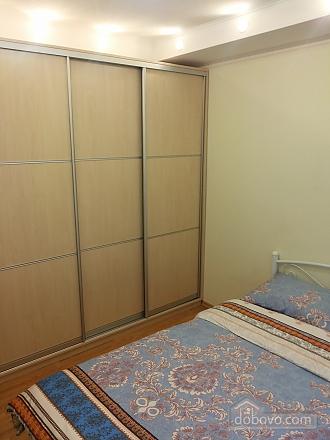 Затишна квартира біля метро Політехнічний інститут, 3-кімнатна (52305), 005