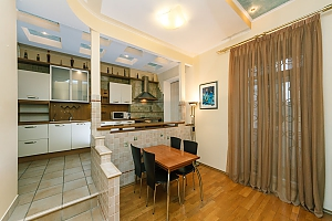 VIP apartment on Maidan in the historical part of the city, Vierzimmerwohnung, 004