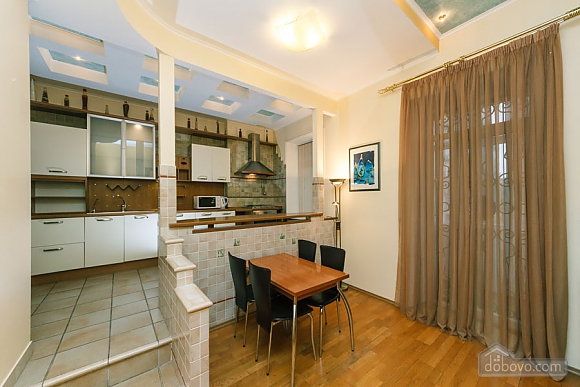 VIP apartment on Maidan in the historical part of the city, Three Bedroom (63225), 004