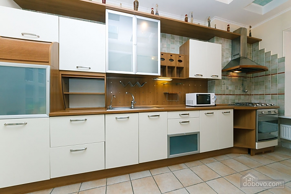 VIP apartment on Maidan in the historical part of the city, Three Bedroom (63225), 005