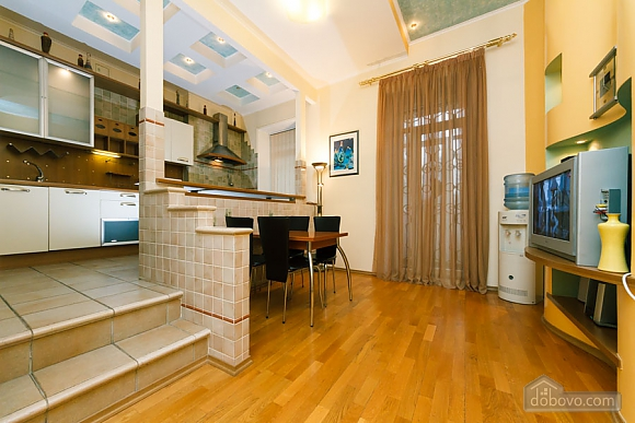 VIP apartment on Maidan in the historical part of the city, Three Bedroom (63225), 006