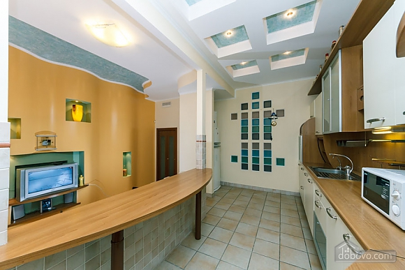 VIP apartment on Maidan in the historical part of the city, Three Bedroom (63225), 008