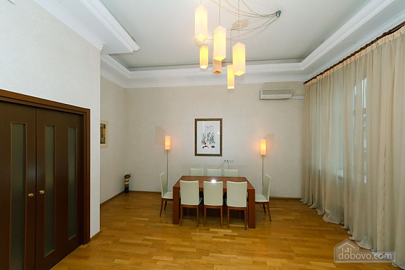 VIP apartment on Maidan in the historical part of the city, Three Bedroom (63225), 018