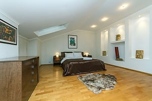 VIP apartment on Maidan in the historical part of the city, Vierzimmerwohnung, 003