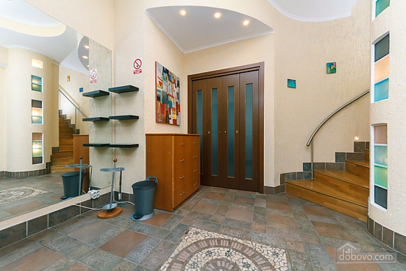 VIP apartment on Maidan in the historical part of the city, Three Bedroom (63225), 030