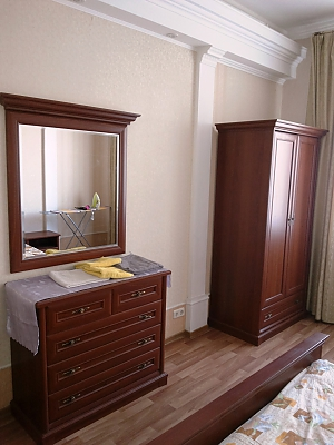 VIP apartment not far from Khreshchatyk with separate rooms, Due Camere, 012