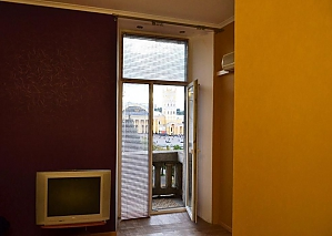 New apartment opposite the Pivdennyi railway station, Monolocale, 003