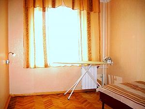 Затишна квартира в Києві, 2-кімнатна, 002