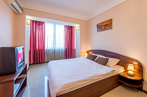 Economy class apartment in Pecherskyi district of Kyiv, Studio, 001