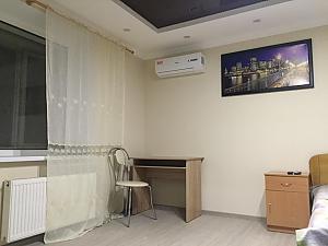 Квартира люкс-класса в Черкассах, 1-комнатная, 002