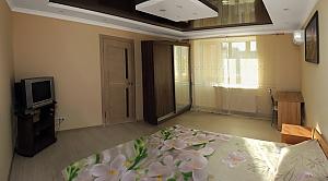Квартира люкс-класса в Черкассах, 1-комнатная, 001