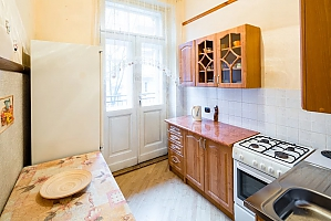 Cozy one bedroom apartment in the center near Franka park not far from Lviv palace of arts, Una Camera, 003