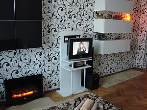 Modern black and white apartment near metro station, Monolocale, 002