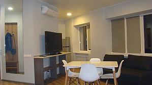 Apartment on Bessarabka, Studio, 002