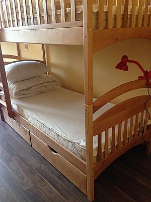 Спальное место на двухъярусной кровати в общем номере для мужчин, 1-комнатная, 004