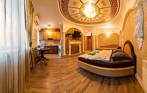 VIP apartment in the center on Svobody square, Studio, 002