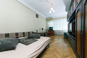 Economy-class apartment with high-quality cleaning on Livoberezhna, Monolocale, 002