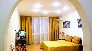Квартира комфортная в золотисто-горчичных тонах, 1-комнатная, 001
