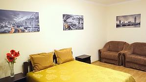 Квартира комфортная в золотисто-горчичных тонах, 1-комнатная, 003