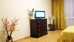 Квартира комфортная в золотисто-горчичных тонах, 1-комнатная, 004