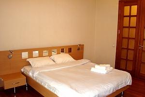 25 Antonovycha, Un chambre, 001