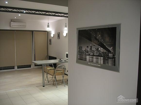 Апартаменты на проспекте Кирова, 1-комнатная (70705), 004