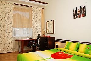 1 Sofiivska, Un chambre, 004